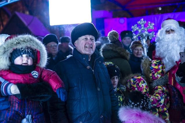 Мэр Новосибирска открыл каток в Центральном парке.
