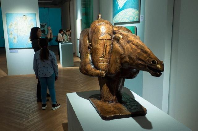 На выставке представлено 70 работ художника и мастера.