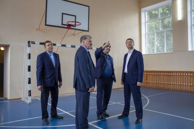 На капитальный ремонт спортивного зала было направлено более двух миллионов рублей.
