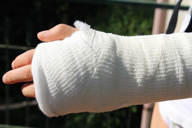 перелом руки, гипс