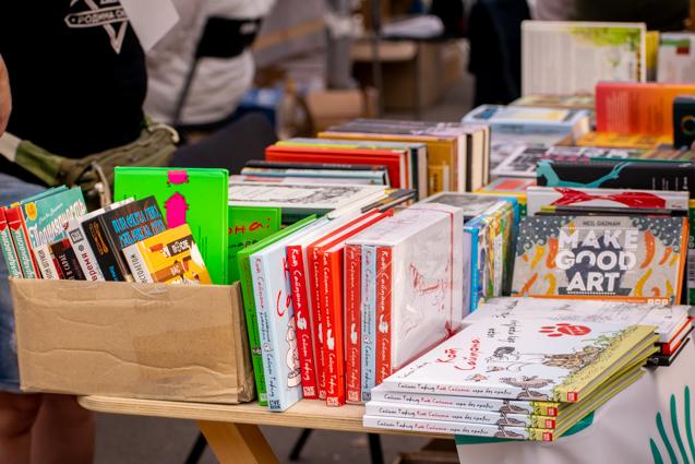 В Иркутск привезли как громкие новинки литературного рынка, так и книги небольших независимых издательств.