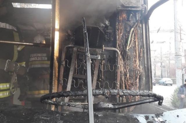 В Кривом Роге сгорел пассажирский троллейбус