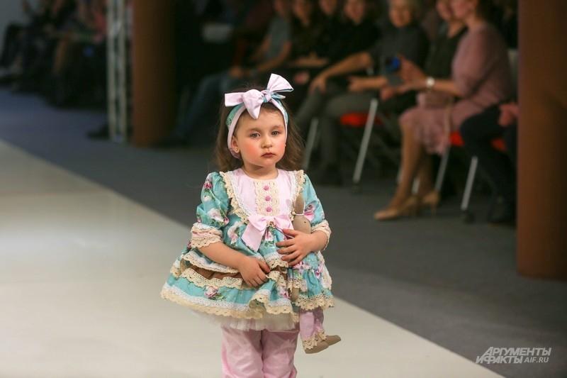 Вот такие малышки сегодня радовали зрителей Недели моды. И, конечно, своих родителей.