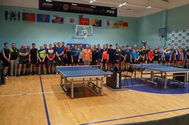 Чемпионат Воронежской области по настольному теннису собирает десятки участников.