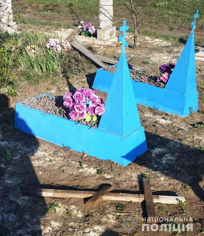 разгром на кладбище