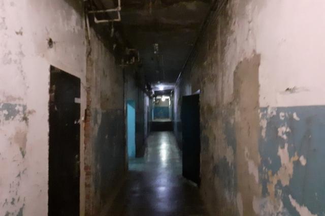 Так выглядит коридор в пятиэтажке.