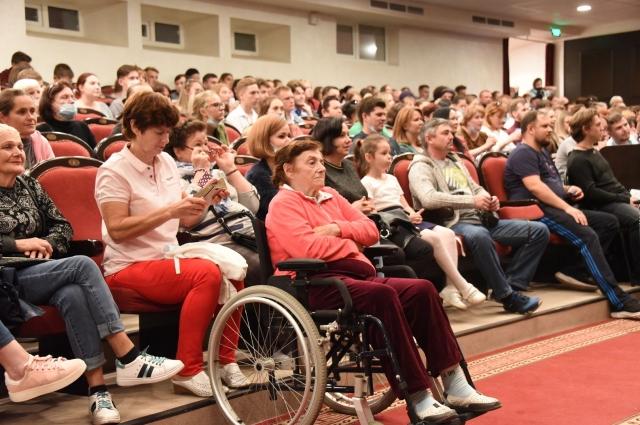 Спектакль посетили инвалиды по слуху, актёры драматических театров и студенты БГИИК.