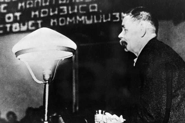 Максим Горький выступает на заседании президиума Коммунистической академии. 1933 год.