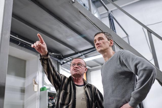 Сергей Быков (справа) открыл бассейн от обиды за свой город.