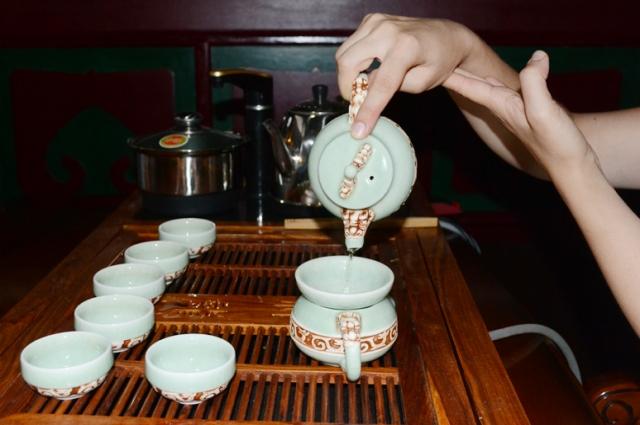 Многократное заваривание чая является нормой в китайской и японской чайных церемониях.