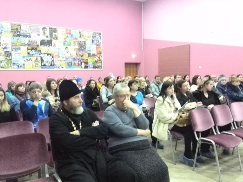 Родительское собрание в школе №73 на тему выбора родителями модуля ОРКСЭ. Предстивителей других конфессий, кроме РПЦ не пригласили.