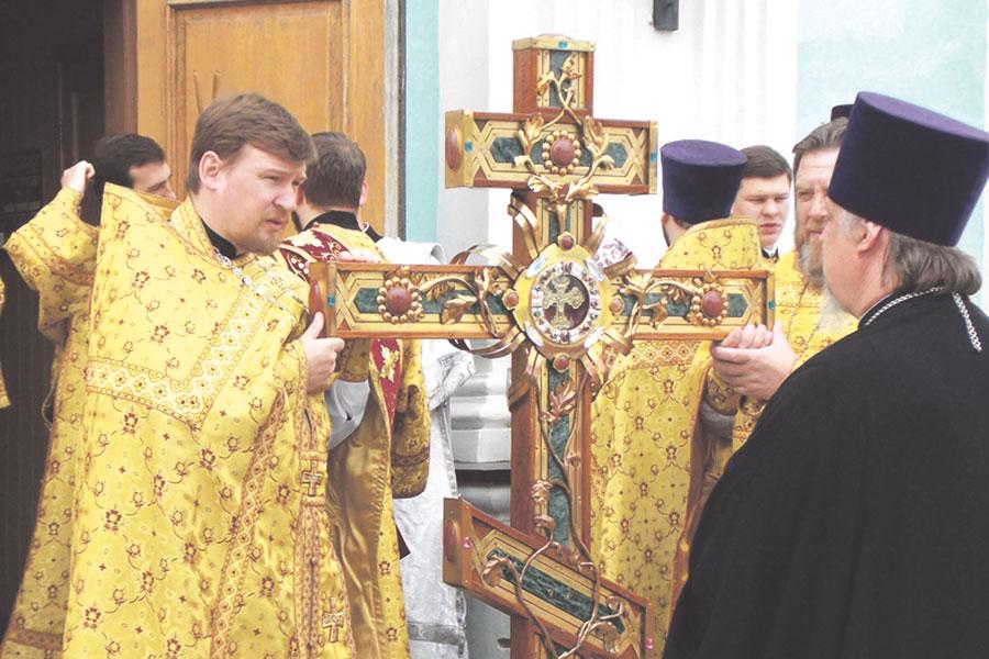 Белгородцы поклонились Святому Кресту Господню.
