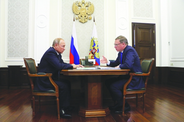 Владимир Путин и Александр Бурков обсудили вопросы экологии Омского региона.