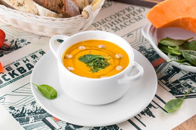Тыквенный суп с каштанами и пармской ветчиной