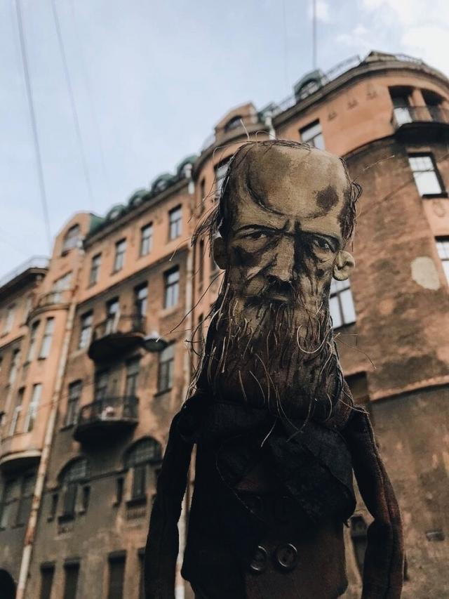 Достоевский покоряет Петербург.