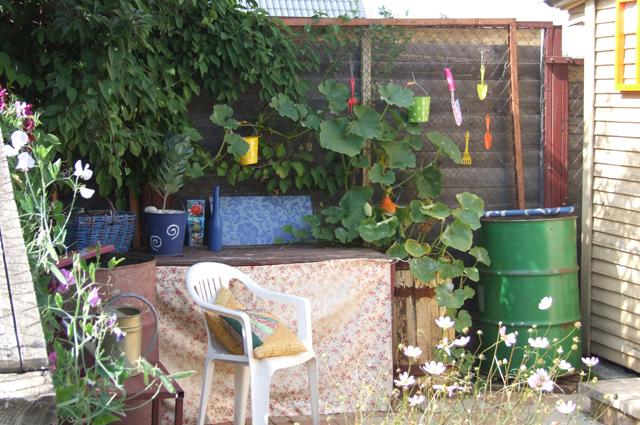 Лучшее место для сарая – дальний конец сада.