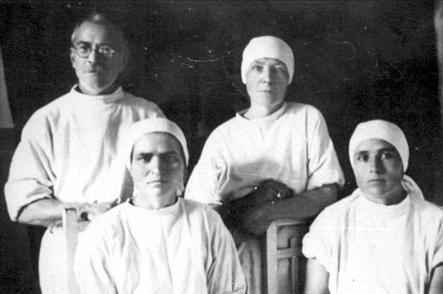 Врачи госпиталя 3339. Источник - Сборник:  «В труде – как в бою!»