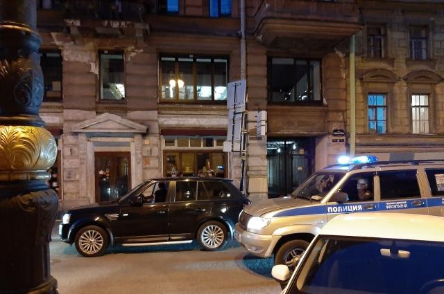 По словам местных жителей, иногда на Рубинштейна приезжает полиция.