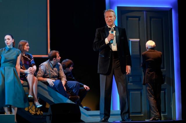 Спектакль «Утоли моя печали», где Иван Иванович играет одну из главных ролей, идет 21-й год и собирает аншлаги.