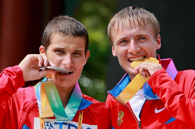 Серебряный призёр Владимир Канайкин и золотой призёр Валерий Борчин, завоевавшие медали в соревнованиях по спортивной ходьбе на 20 км на Чемпионате мира по лёгкой атлетике 2011 в Тэгу