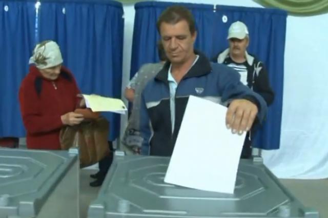 Жители пяти хуторов и посёлков активно голосовали за переименование Жирнова в село.