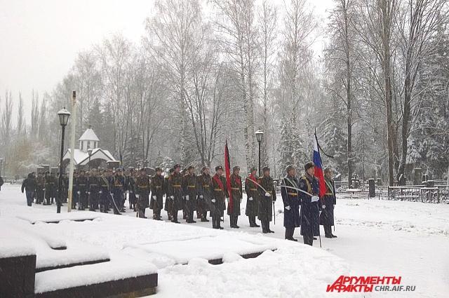 На прощание с Олегом Пешковым собралось около 10 тысяч человек.