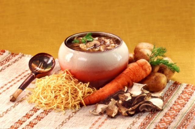 Грибы в горшочках - уютное и вкусное блюдо.