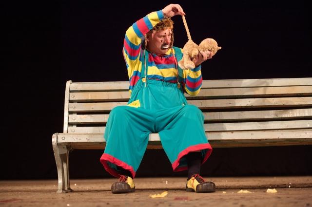 На фестивале были представлены разные жанры, в том числе и пантомимы.