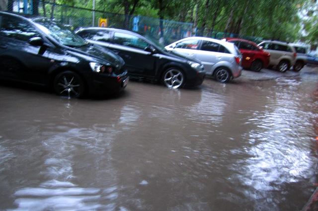 Машины в воде.