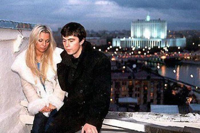 Данила Багров встречается с Ириной Салтыковой на крыше дома № 1 по набережной Тараса Шевченко.