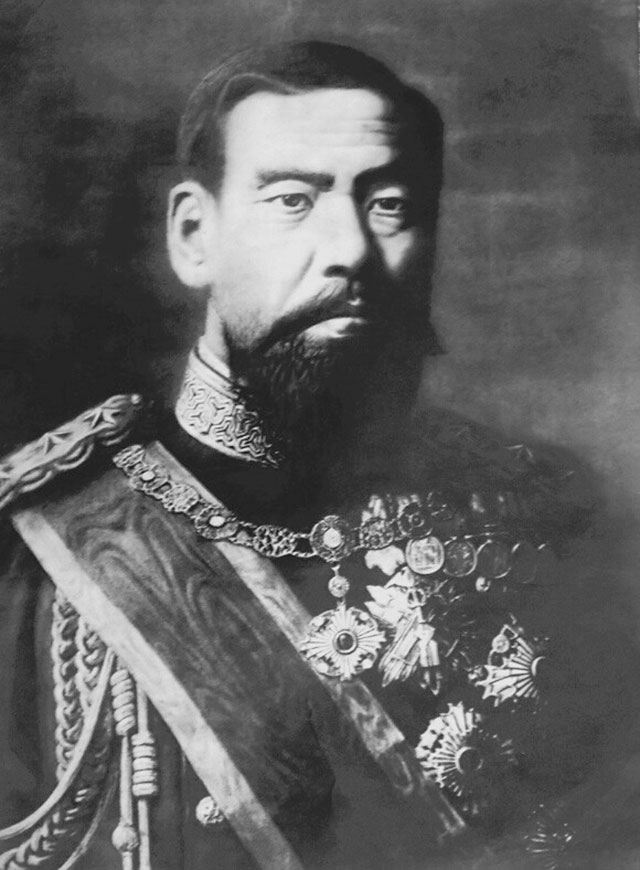 Император Муцухито с бородой.