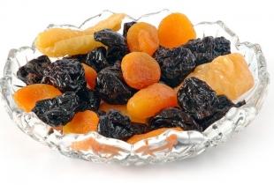 Десерт можно разнообразить и другими сухофруктами.