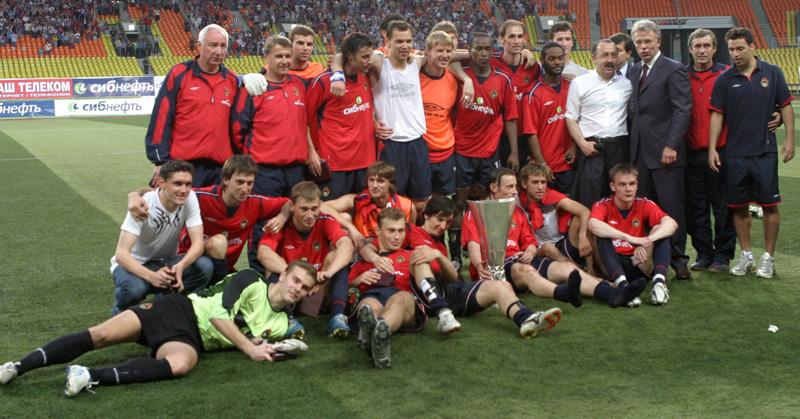Валерий Газзаев и команда ЦСКА, завоевавшая Кубок УЕФА