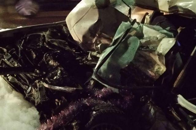 В результате аварии водитель Volkswagen погиб. Также пострадали 16-летний пассажир Volkswagen, водитель и пять пассажиров автобуса. Обстоятельства аварии устанавливаются.