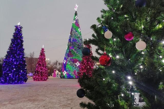 Новогодний городок - украшение площади им. Ленина.
