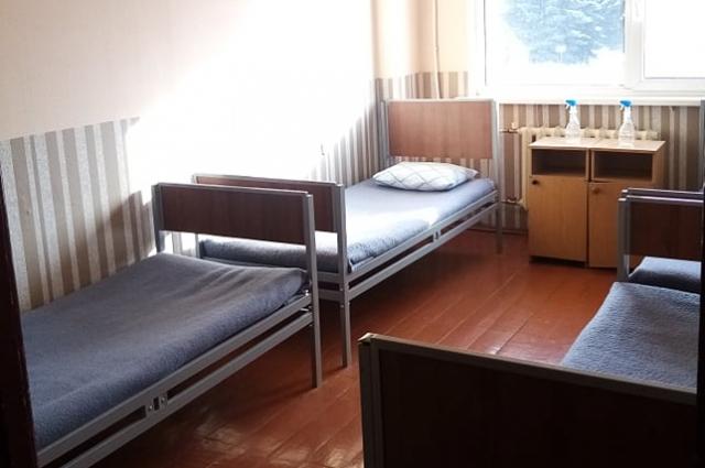 В расположении чистые уютные комнатки для трёх человек.