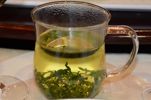 Чай из молодых побегов дерезы богат витаминами и микроэлементами