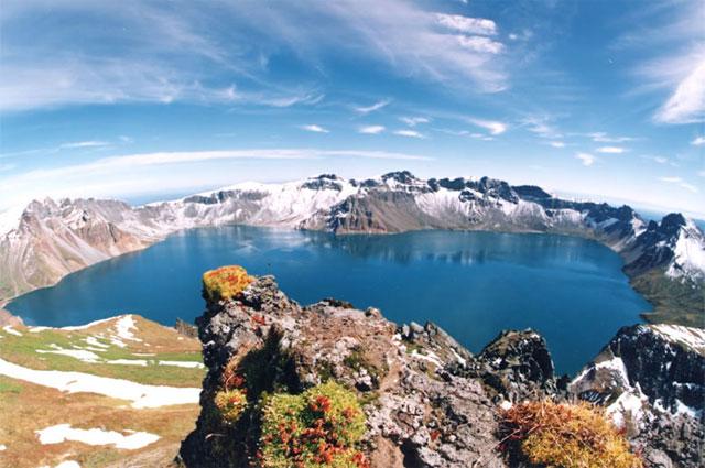 Кратерное озеро на горе Пэктусан
