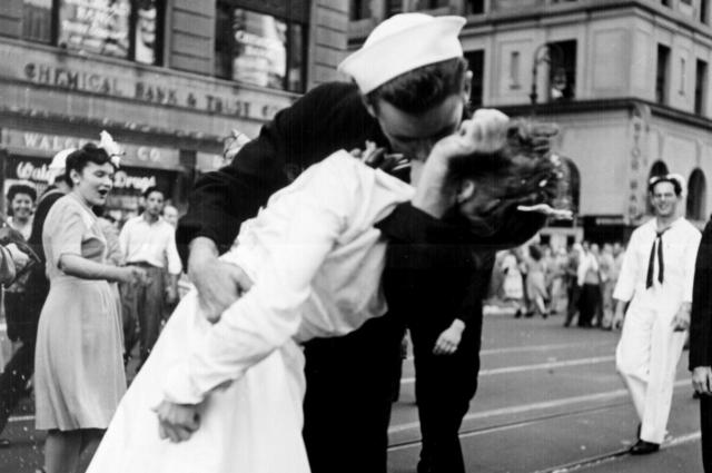 Больше всего поцелуев случается в День Святого Валентина.