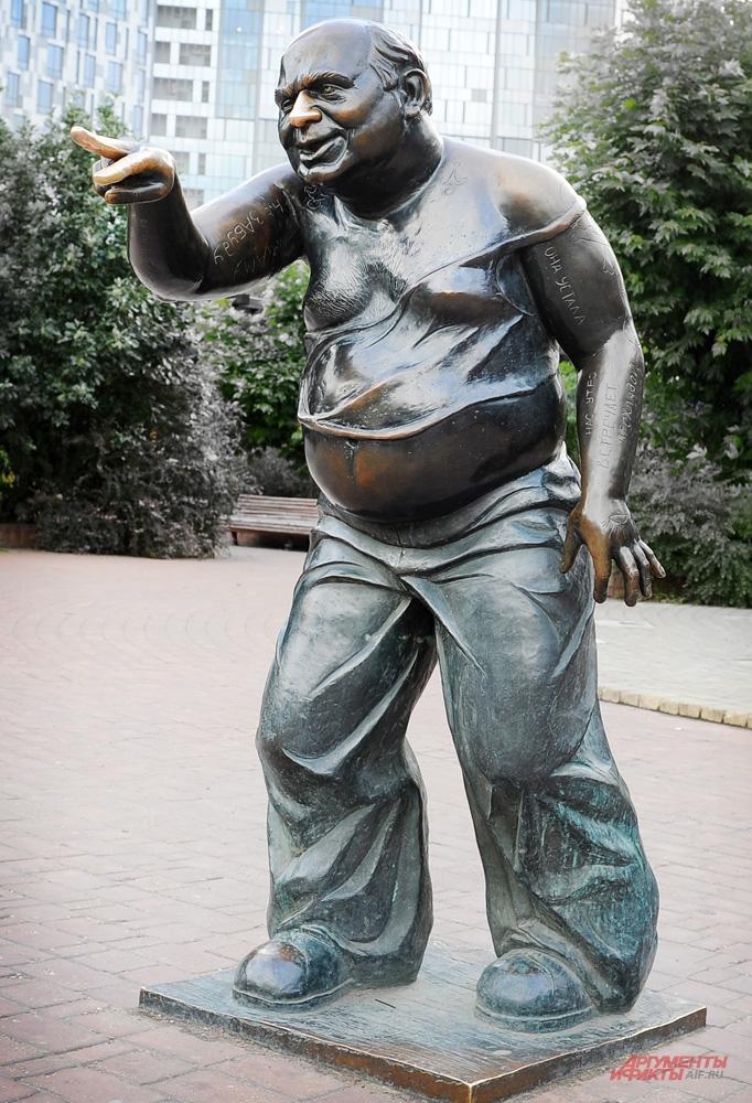 Доцента распилили и сдали в металлолом. Но скульптор хочет сделать нового.