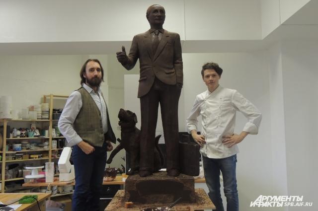 Кондитеры создали шоколадную фигуру президента.