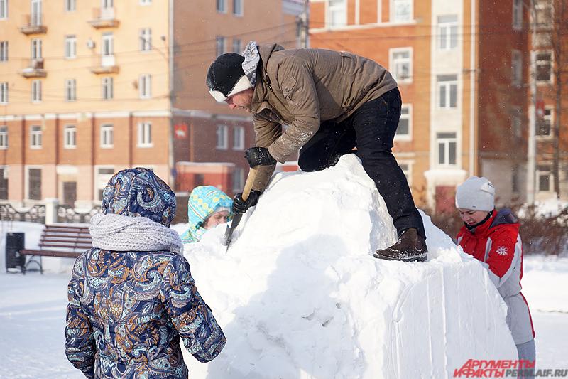 Пермякам необходимо было за час создать креативного снеговика.