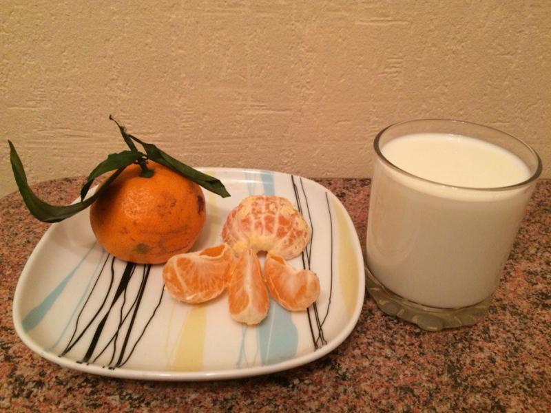 На завтрак Овлаховский пил молоко и съедал небольшой фрукт.