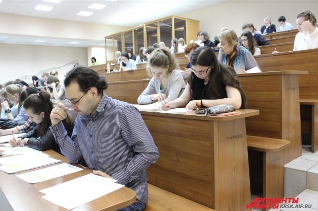 В этом году проверить грамотность решили около 1300 горожан.