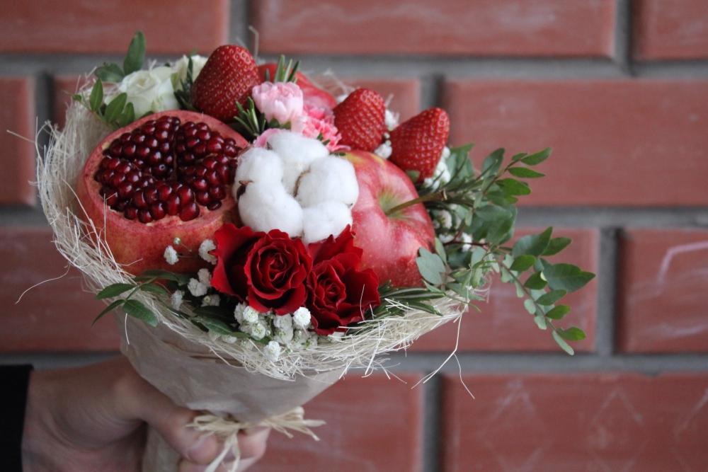 Один из букетов, сделанных флористом.
