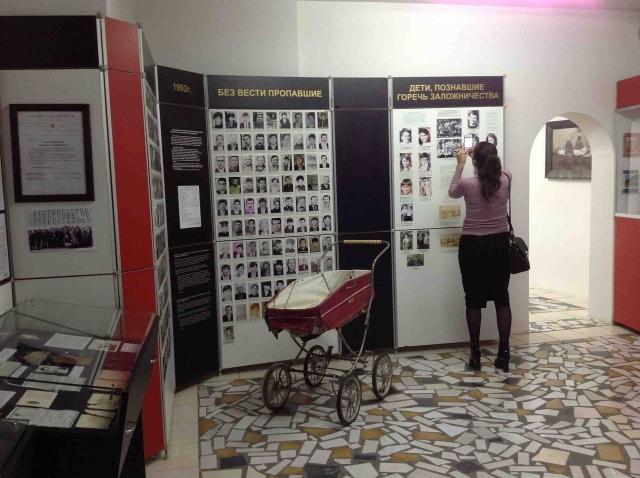 В экспозициях представлены свидетельства репрессий в СССР 1940—1950 годов, 1992 года.