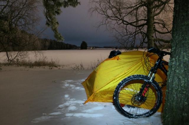 На протяжении всего пути Стас ночевал в палатке.