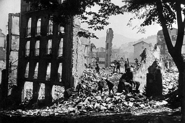 Герника после бомбардировки, 1937 г.
