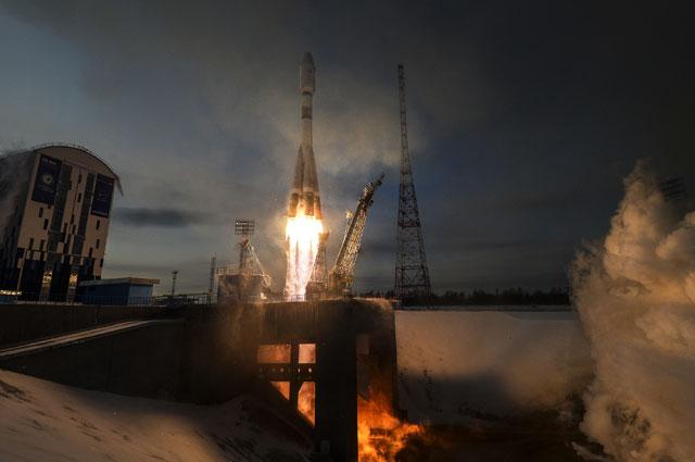 Старт ракеты-носителя «Союз-2.1б» скосмическим аппаратом (КА) дистанционного зондирования Земли «Метеор» №2-1 ис17иностранными аппаратами скосмодрома «Восточный».
