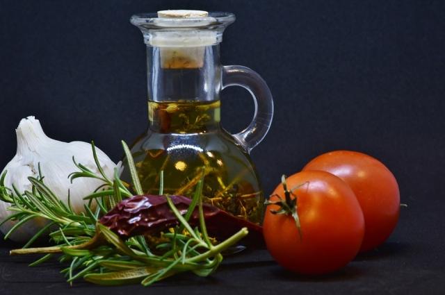 Завтрак из правильных ингредиентов поможет замаскировать человека от кровососов.